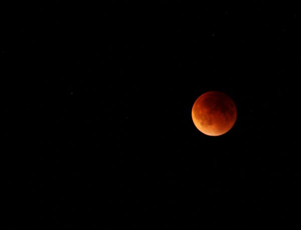 3 Simple Ways to Celebrate the Full Moon Lunar Eclipse